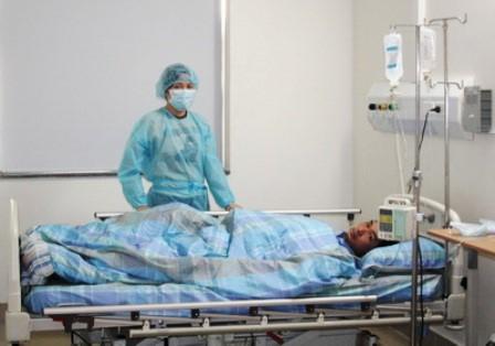 1 người bệnh ghép tế bào gốc đang được điều trị tại Viện Huyết học và Truyền máu Trung ương. Tại Viện này đến thời điểm tháng 6/2012 đã có hơn 40 ca bệnh được ghép tế bào gốc thành công với kinh phí chỉ từ 130-300 triệu đồng, chỉ bằng 1/10 so với mỗi ca ghép ở nước ngoài